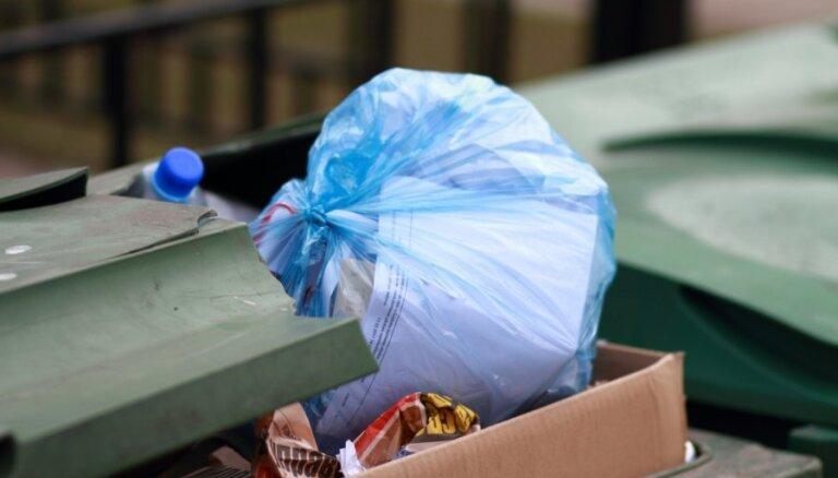 Video: Protesta akcija pret atkritumu apsaimniekošanas monopolu Rīgā