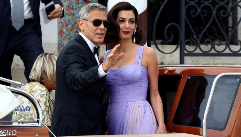ФОТО: Амаль Клуни вернула великолепную форму после родов