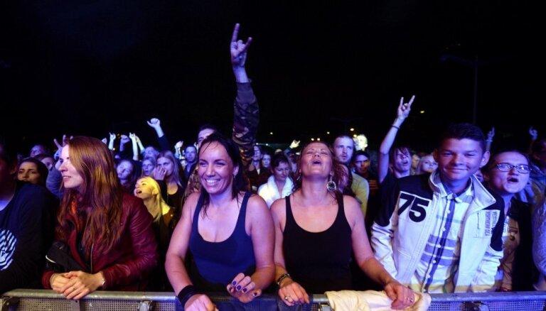 Foto: Ar skaļu ballīti izskan 'Fono Cēsis' pirmā diena