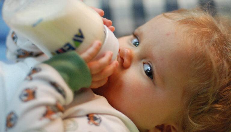 Kāpēc bērniem no gada līdz trīs gadu vecumam būtu jādzer speciālie piena dzērieni