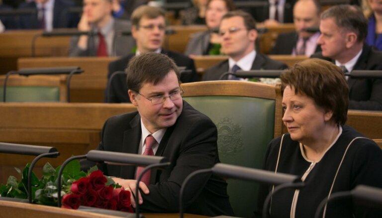 """В Сейме создают новую комиссию """"под Домбровскиса"""""""