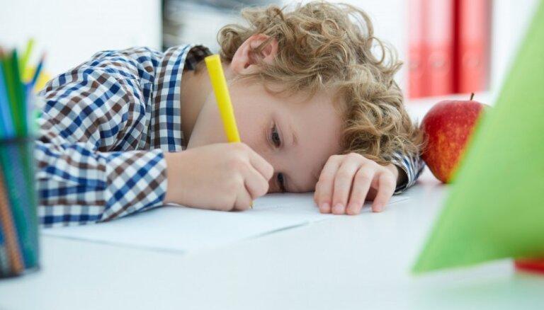 Vienkāršas mācīšanās stratēģijas, kas palīdzēs skolēnam uzlabot sekmes