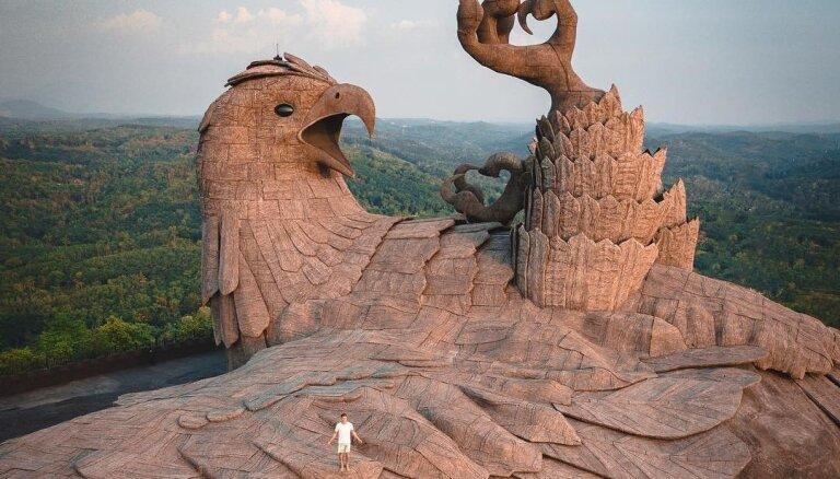 Interesants tūrisma objekts Indijā – lielākā putna skulptūra pasaulē