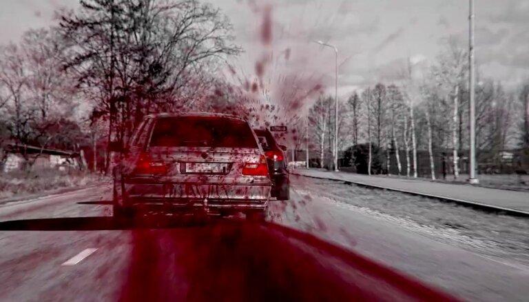 Ar asinis šļācoša spēkrata video policija vēršas pret agresīvo braukšanu