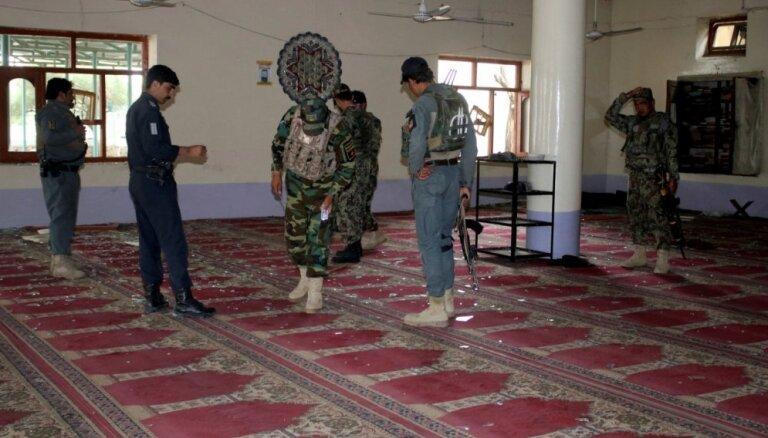 Sprādzienā Afganistānas vēlētāju reģistrācijas centrā nogalināti 14 cilvēki