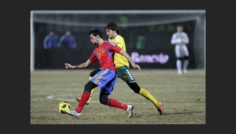Lietuvas futbolisti zaudē pasaules čempionei Spānijai