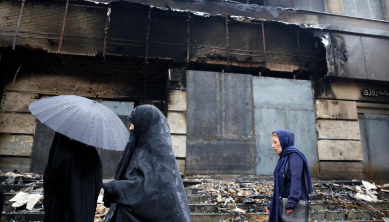 Protesti Irānā: noliedzot ziņas par bojāgājušajiem, valdība vaino ārvalstniekus