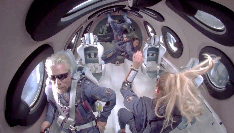 Miljardieris Ričards Brensons pabijis kosmosa lidojumā