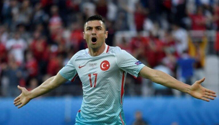 ВИДЕО, ФОТО: Турки отсылают чехов домой и гарантируют североирландцам плей-офф