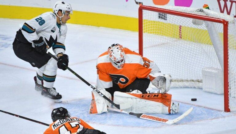 Filadelfijas 'Flyers' piedzīvo graujošu zaudējumu sezonas pirmajā mājas spēlē