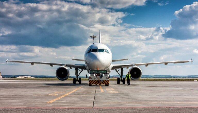 """В аэропорту """"Рига"""" всё чаще высаживают из самолётов за неадекватное поведение"""