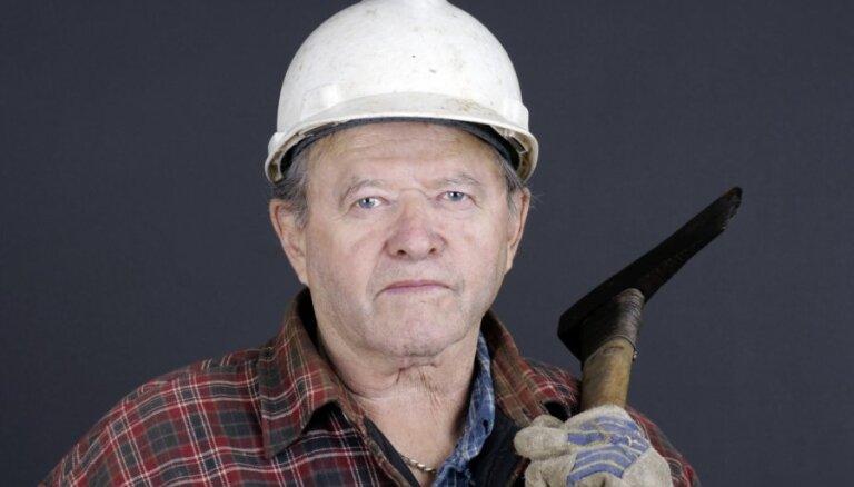 Valdība sper soli tuvāk pensijas vecuma celšanai no 2014.gada