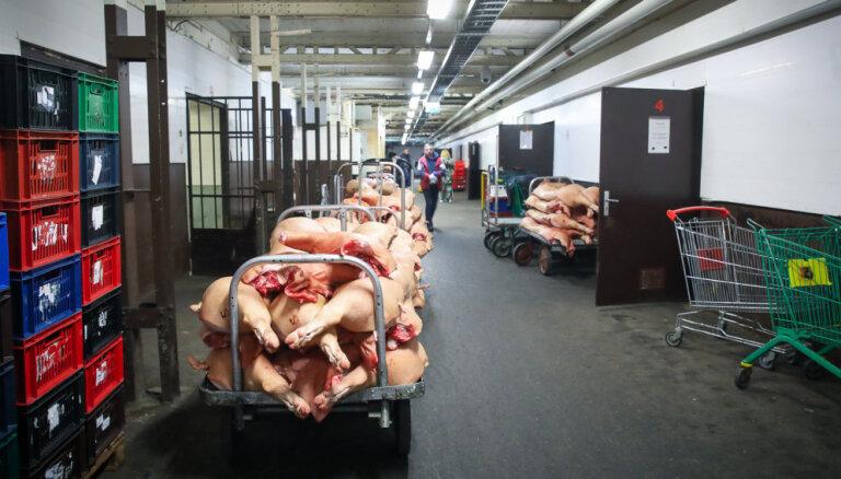 Tuneļi, saldētavas un spoks. Ekskursija pa Centrāltirgus pazemes pilsētu