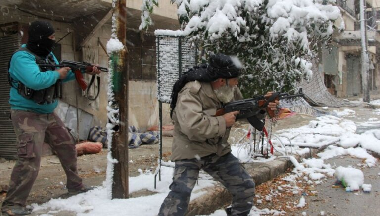 Sīrijas nemiernieku savstarpējās cīņās nogalināti 1395 cilvēki