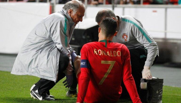 Ronaldu gūst traumu; Portugāle nospēlē neizšķirti ar serbiem