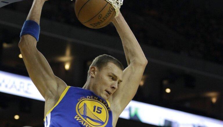 NBA superzvaigzne Karijs vēlētos, lai Biedriņš apmeklē 'Warriors' atmiņu spēli