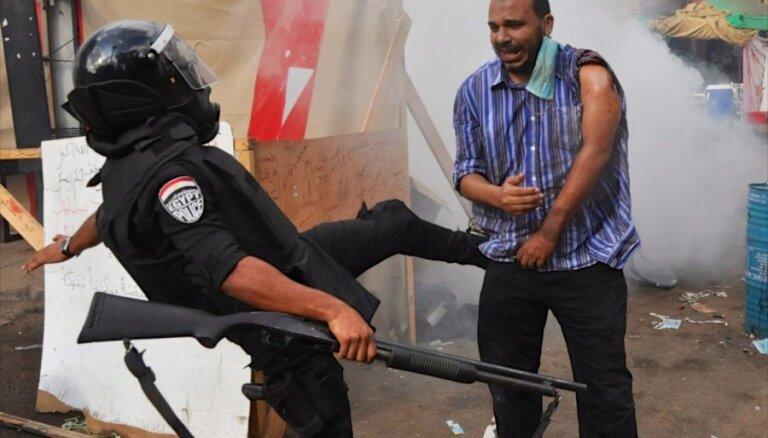 Ēģiptē 'samīda' cilvēktiesības, secina 'Amnesty International'