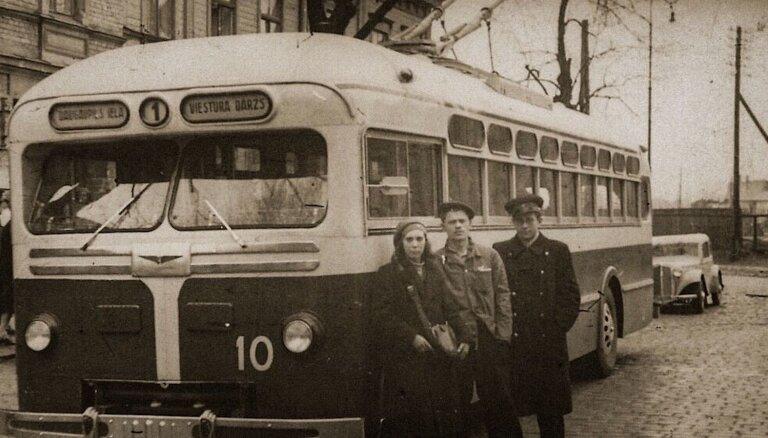 Pirmais trolejbuss padzen važoņus no Tērbatas ielas – trolejbusu satiksmes vēsture Rīgā