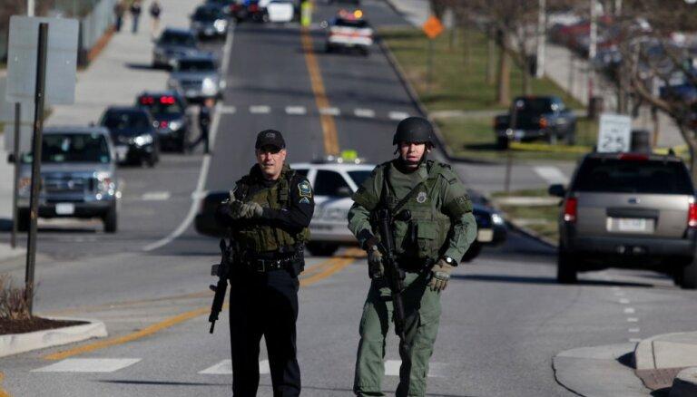В США обиженный муниципальный служащий расстрелял в офисе коллег из винтовки и пистолета: 12 убитых