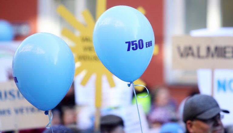 Soctīklotāji neizpratnē par skolotāju dabai nedraudzīgo balonu uzlidojumu