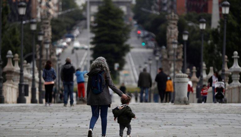 Covid-19: Spānijā vēl pieci reģioni slēdz robežas