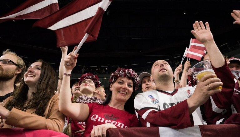 ФОТО, ВИДЕО: Как встречали сборную Латвии в Рижском аэропорту