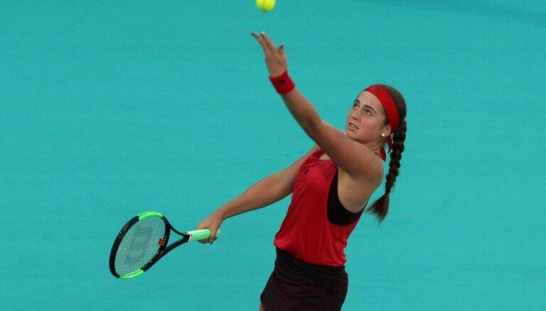Остапенко проиграла в первом матче сезона, Севастова вышла в четвертьфинал