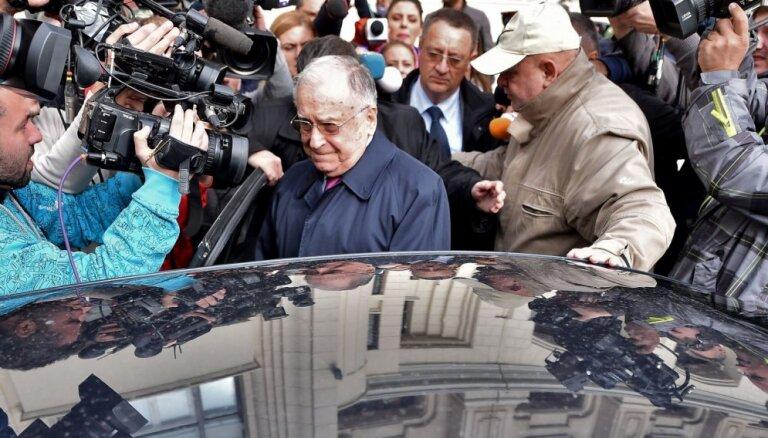 Rumānijas bijušajam prezidentam Iljesku būs jāstājas tiesas priekšā apsūdzībās par noziegumiem pret cilvēci