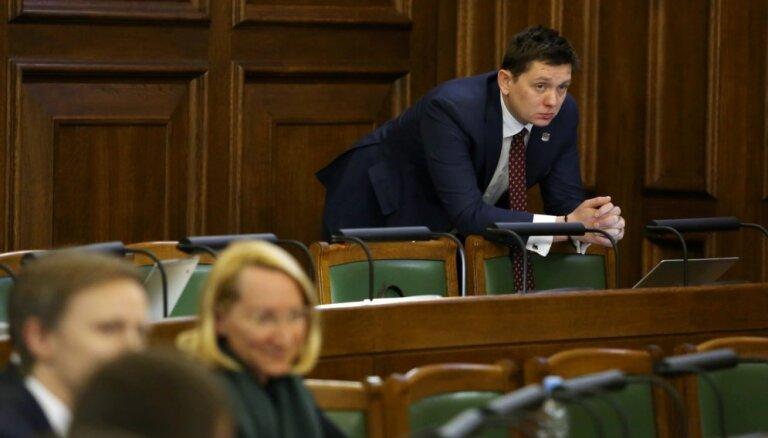 'KPV LV' piebalso 'Saskaņai' un prasa Ašeradena demisiju; Saeimas vairākums to noraida