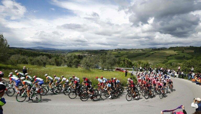 Neilands palīdz komandas biedriem iekļūt desmitniekā 'Giro d'Italia' otrajā posmā