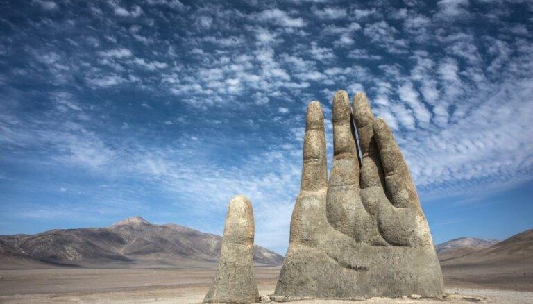 Interesantā skulptūra Čīlē, kas atrodas tuksneša vidū