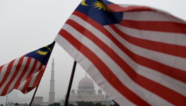 Malaizija lauž līgumu ar Ķīnas uzņēmumu par austrumu – rietumu dzelzceļa būvi