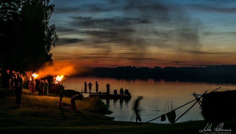 Šamaniskas saulstāvju svinības gada spēcīgākajās dienās