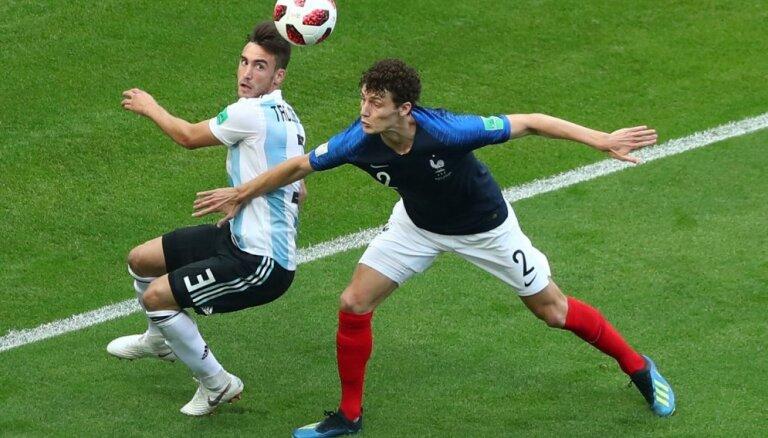 Minhenes 'Bayern' paziņo par Francijas izlases aizsarga Pavāra iegūšanu