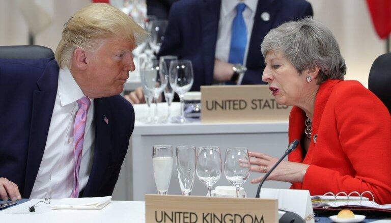 Pēc nopludinātiem Lielbritānijas vēstnieka ziņojumiem Tramps kritizē Meju