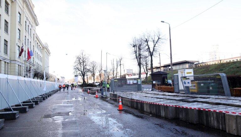 Foto: Atklāj 'Rail Baltica' Rīgas Centrālā mezgla pirmo būvlaukumu