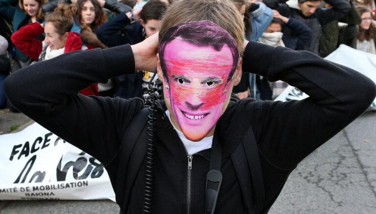 EK sola cieši vērot Makrona negaidīti uzkarsēto Francijas budžetu