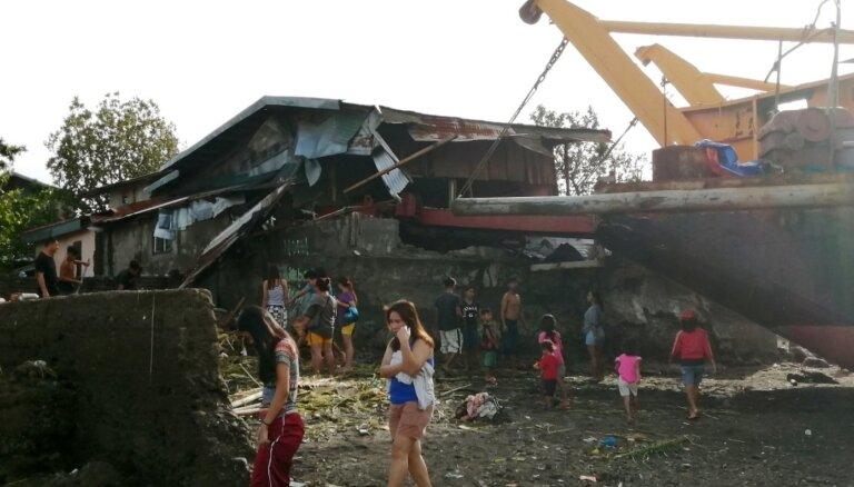 ФОТО: Тайфун на Филиппинах привел к гибели 16 человек, туристы застряли на одном из островов