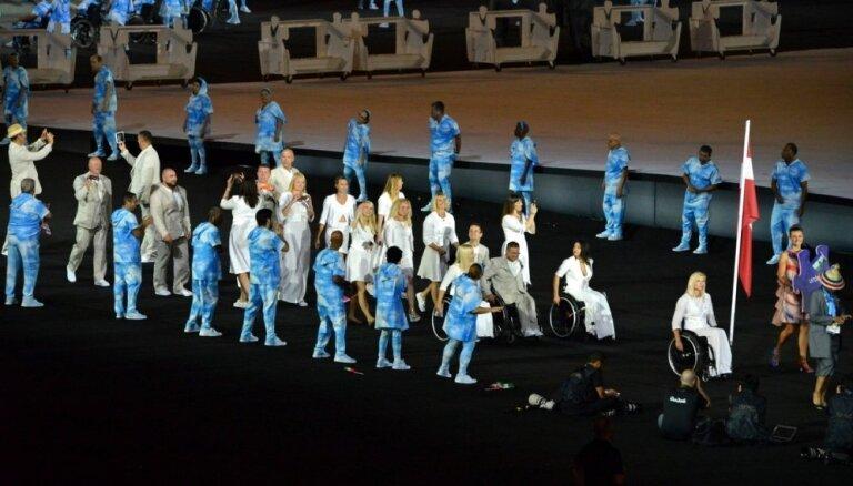 Foto: Latvijas sportisti Riodežaneiro paralimpisko spēļu atklāšanā