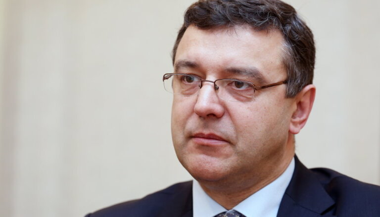 Министр настаивает: соцналог должны платить латвийцы, которые этого не делают