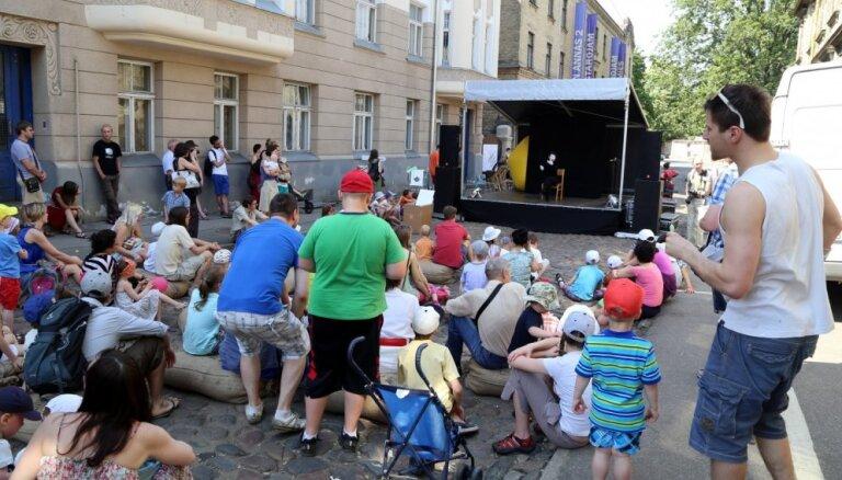 Foto: Lepni svin trešos 'Miera ielas Vasarsvētkus'