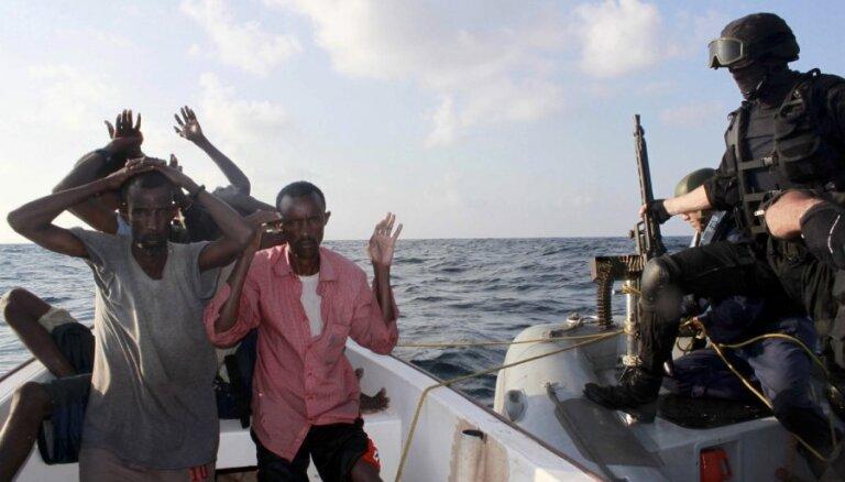 Pirāti pie Omānas krastiem sagrābuši vēl vienu itāļu tankkuģi