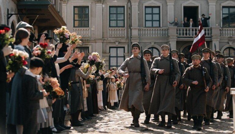 Foto: Ar latviešu strēlnieku godināšanas epizodi noslēdzas 'Dvēseļu puteņa' filmēšana