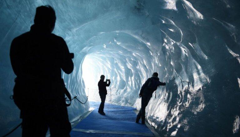"""ФОТО: Холодная красота внутри """"Моря льда"""" или что бывает внутри ледника"""