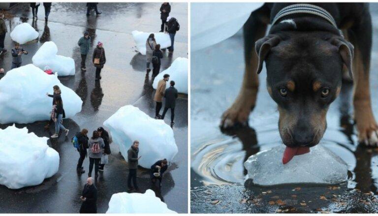 Foto: Londonas sirdī kūst apjomīga instalācija no tūkstošiem gadu sena Grenlandes ledus