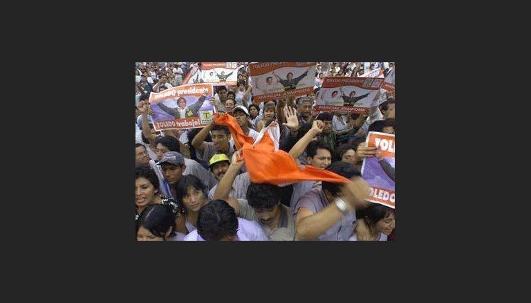 В Перу полиция газом разгоняет манифестантов