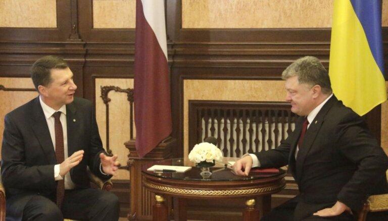 Foto: Vējonis Kijevā tiekas ar Porošenko un Jaceņuku
