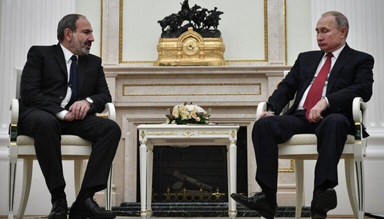 Никол Пашинян обратился к Путину за военной помощью