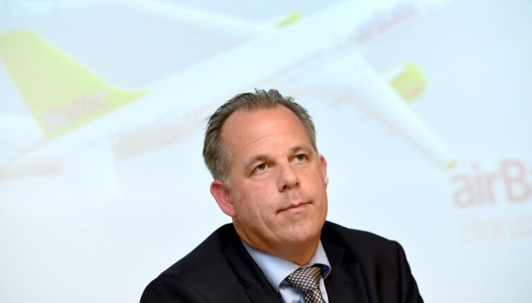 Доходы руководителя airBaltic все еще выше миллиона евро, у него появилась новая Tesla и Audi Q5