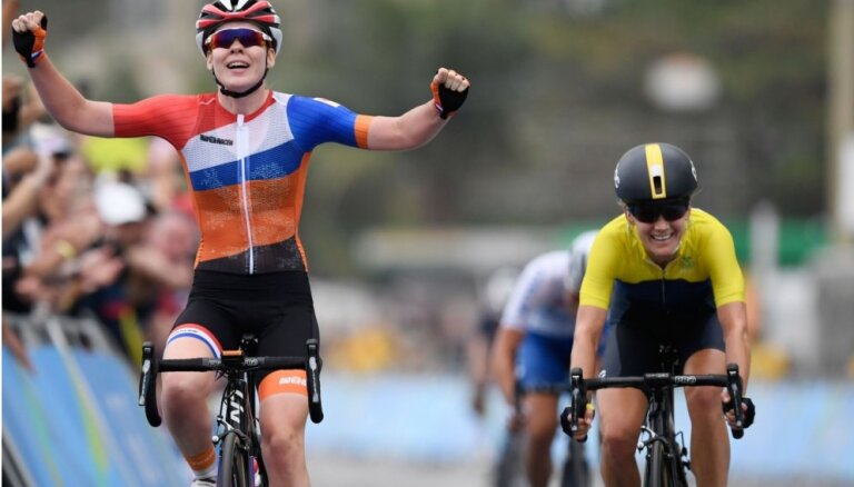 Olimpiskajā grupas braucienā sievietēm uzvar nīderlandiete Anna van der Bregena